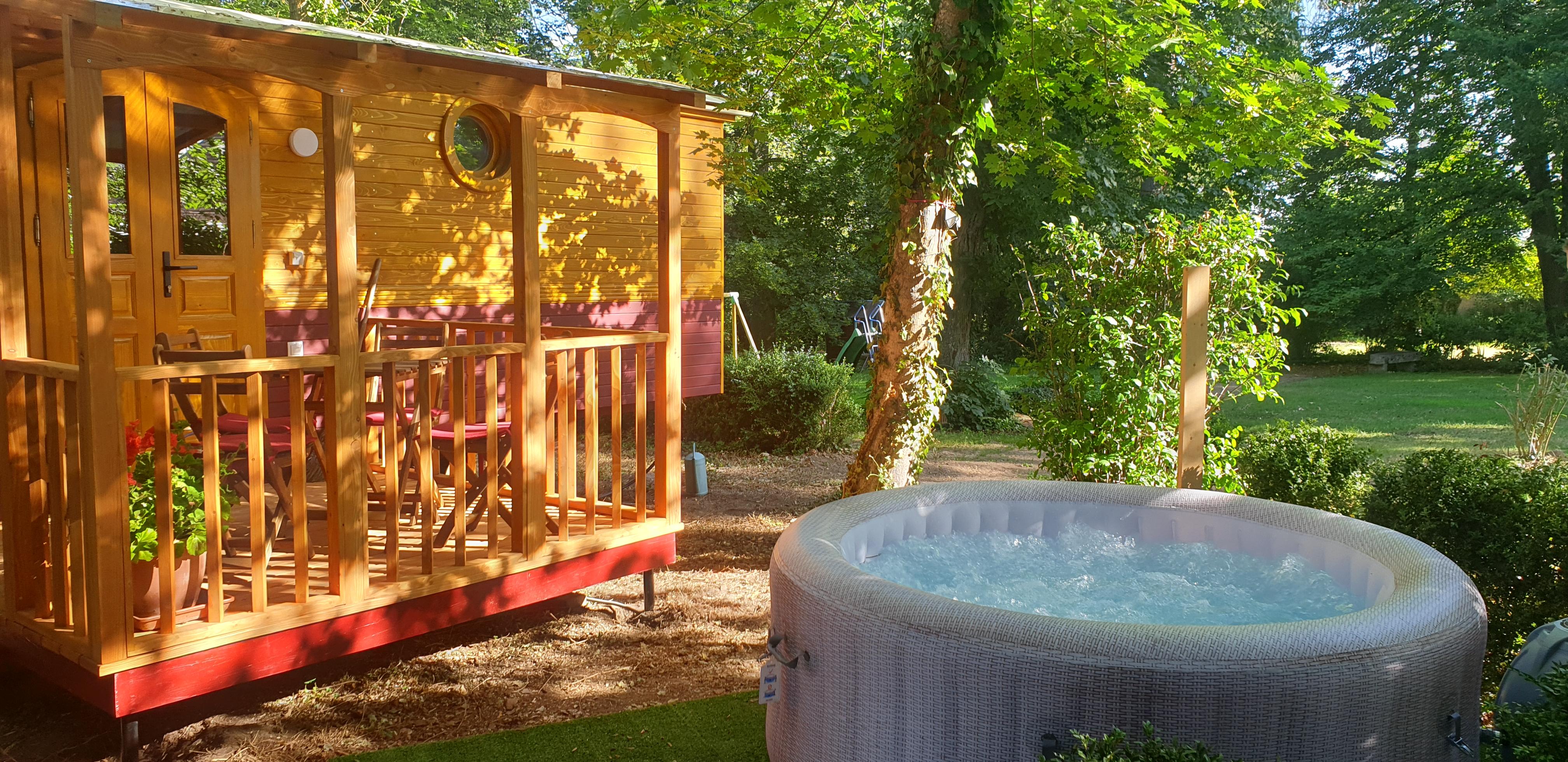 terrasse-und-whirlpool-roulotte.jpg
